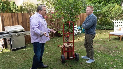 Modern Family 10x09 : Putting Down Roots- Seriesaddict